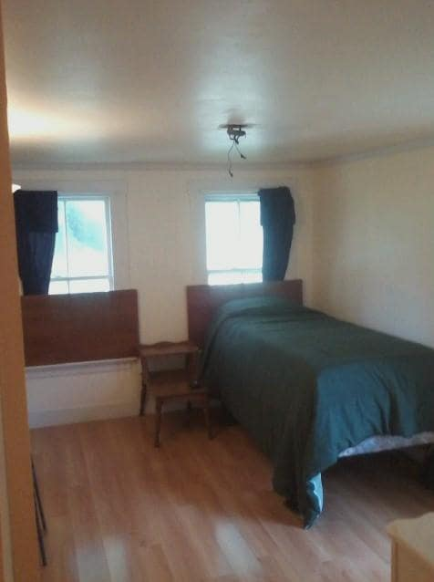 Clean room in 3 bedroom on ITS