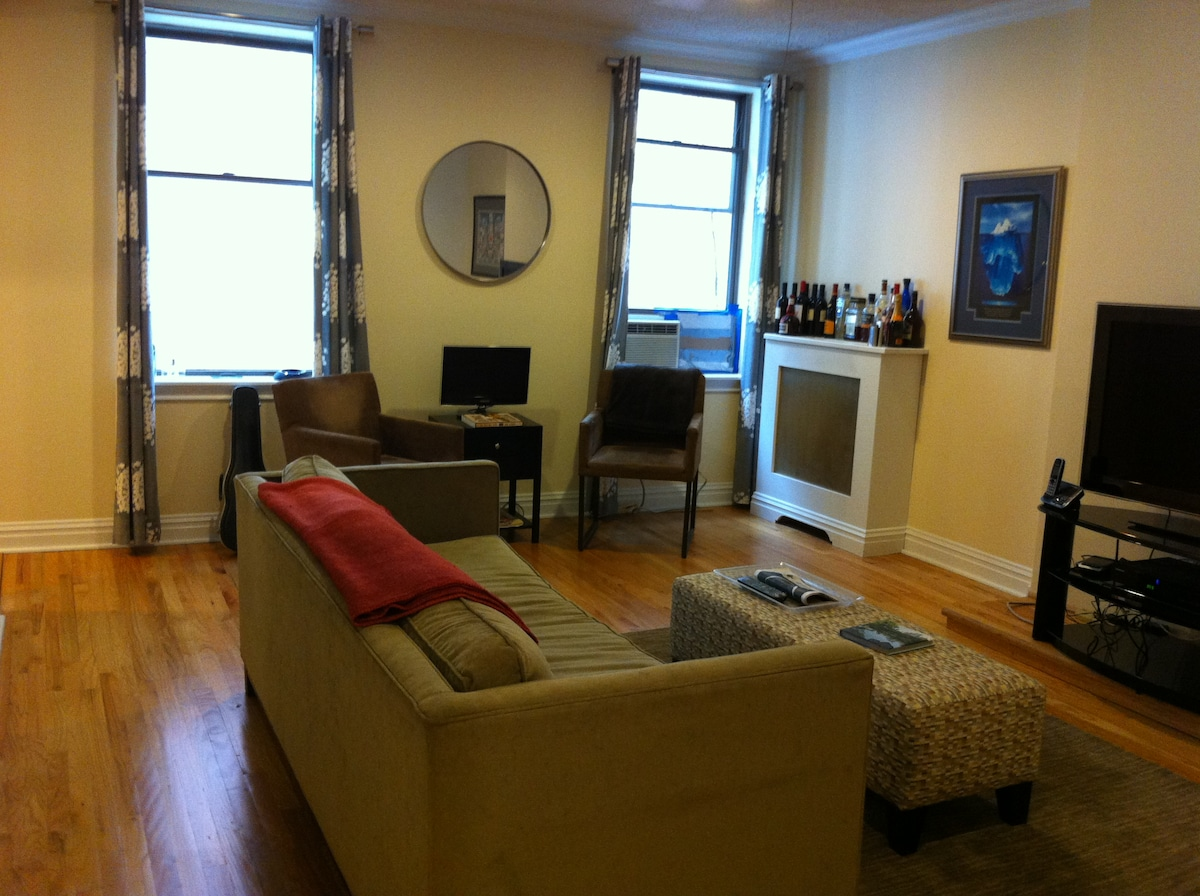 Living Room. Large Flat Screen TV, cable and internet