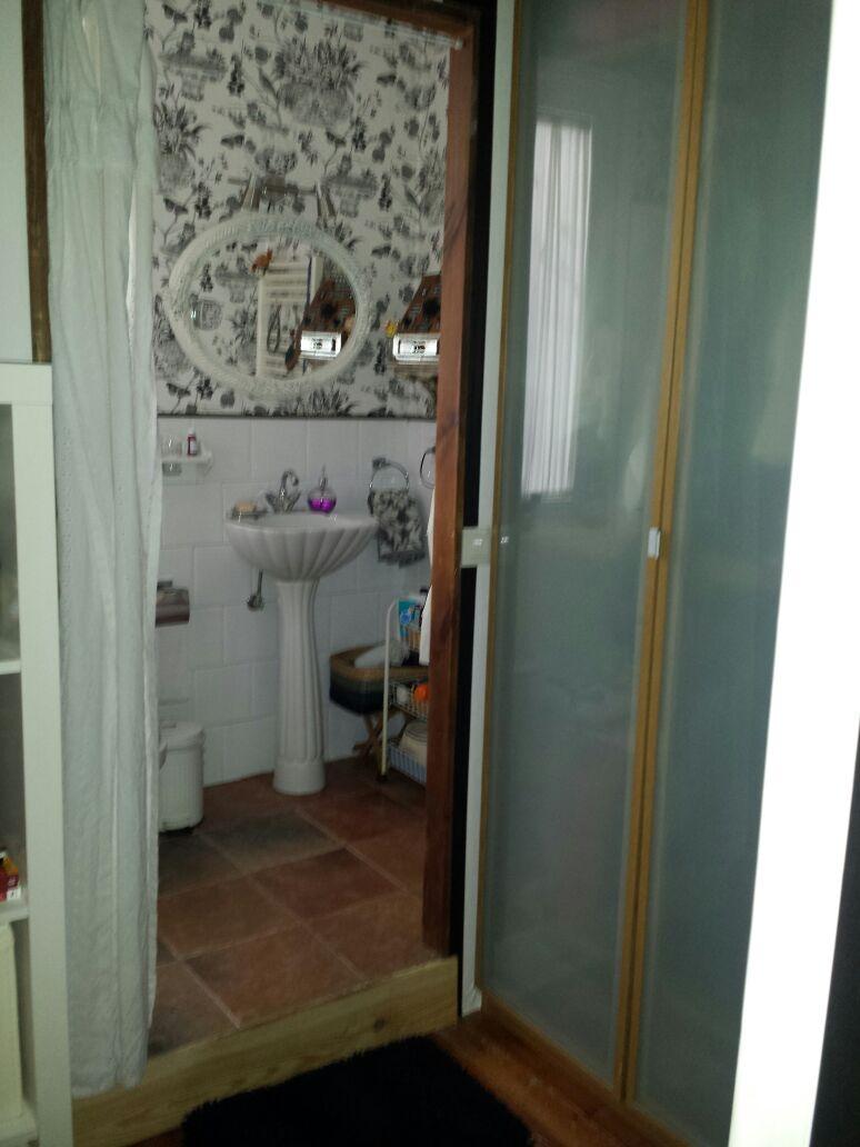 baño individual con ducha.