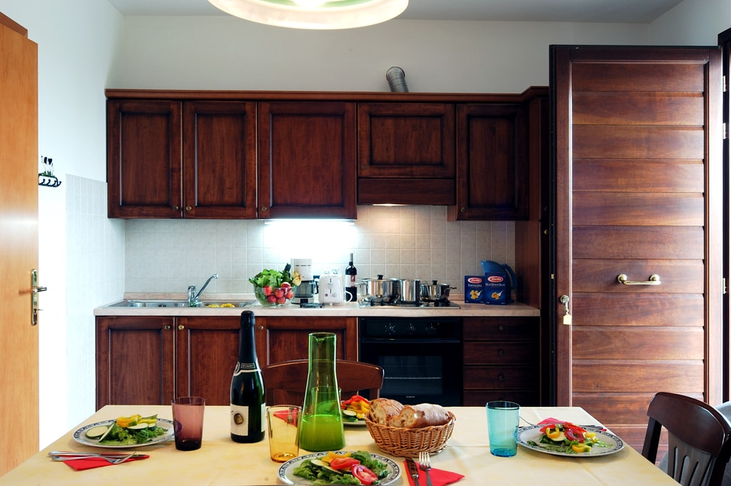 Italian wine and food in the kitchen of our farmhouse Folaghe Bilocale