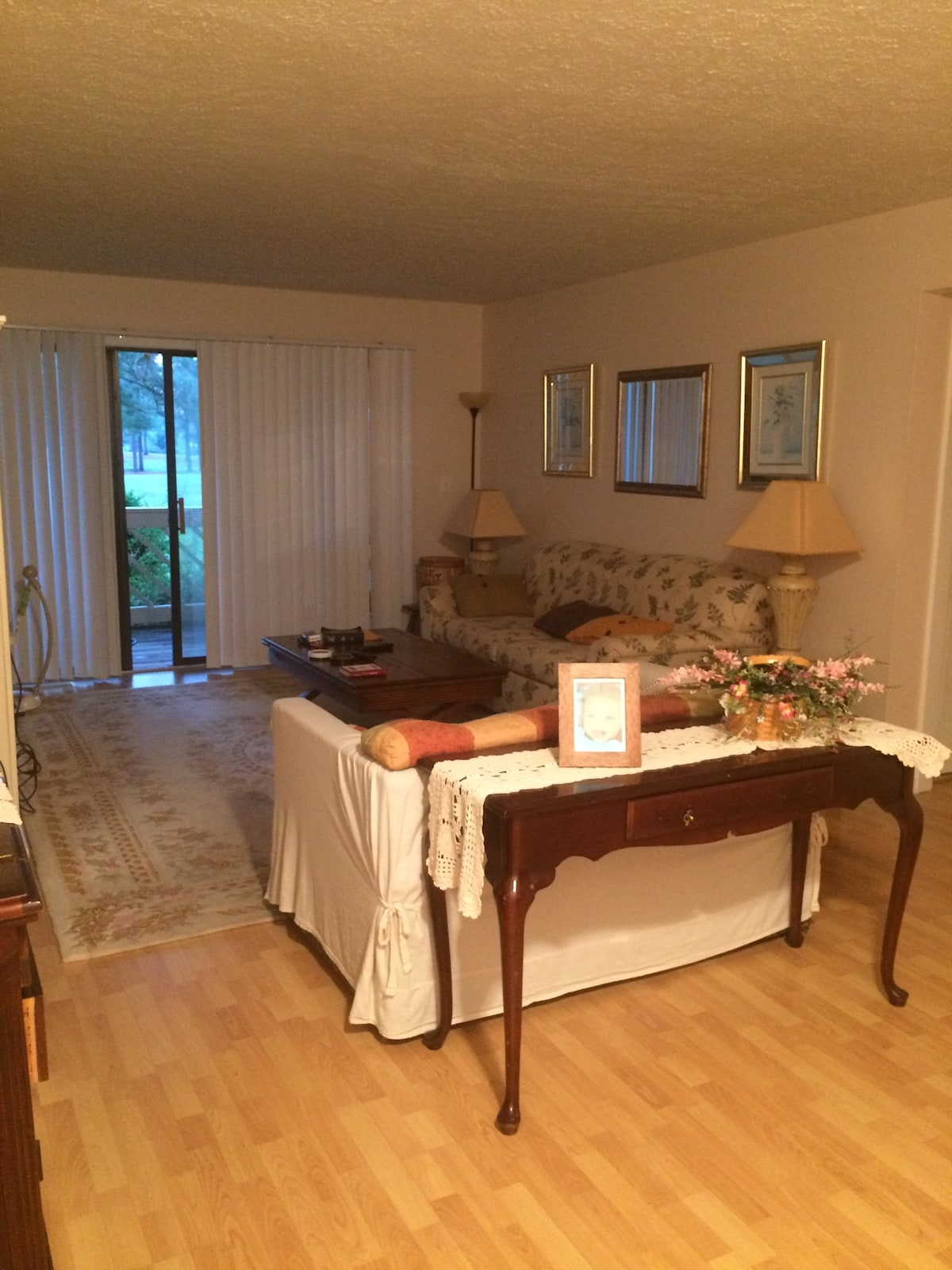Cozy Condo Minutes From The Beach!