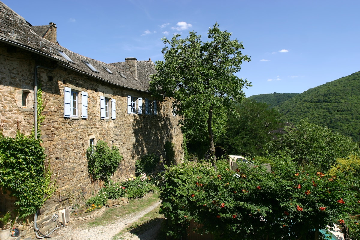 Manor East Wing. Aveyron-Cantal.