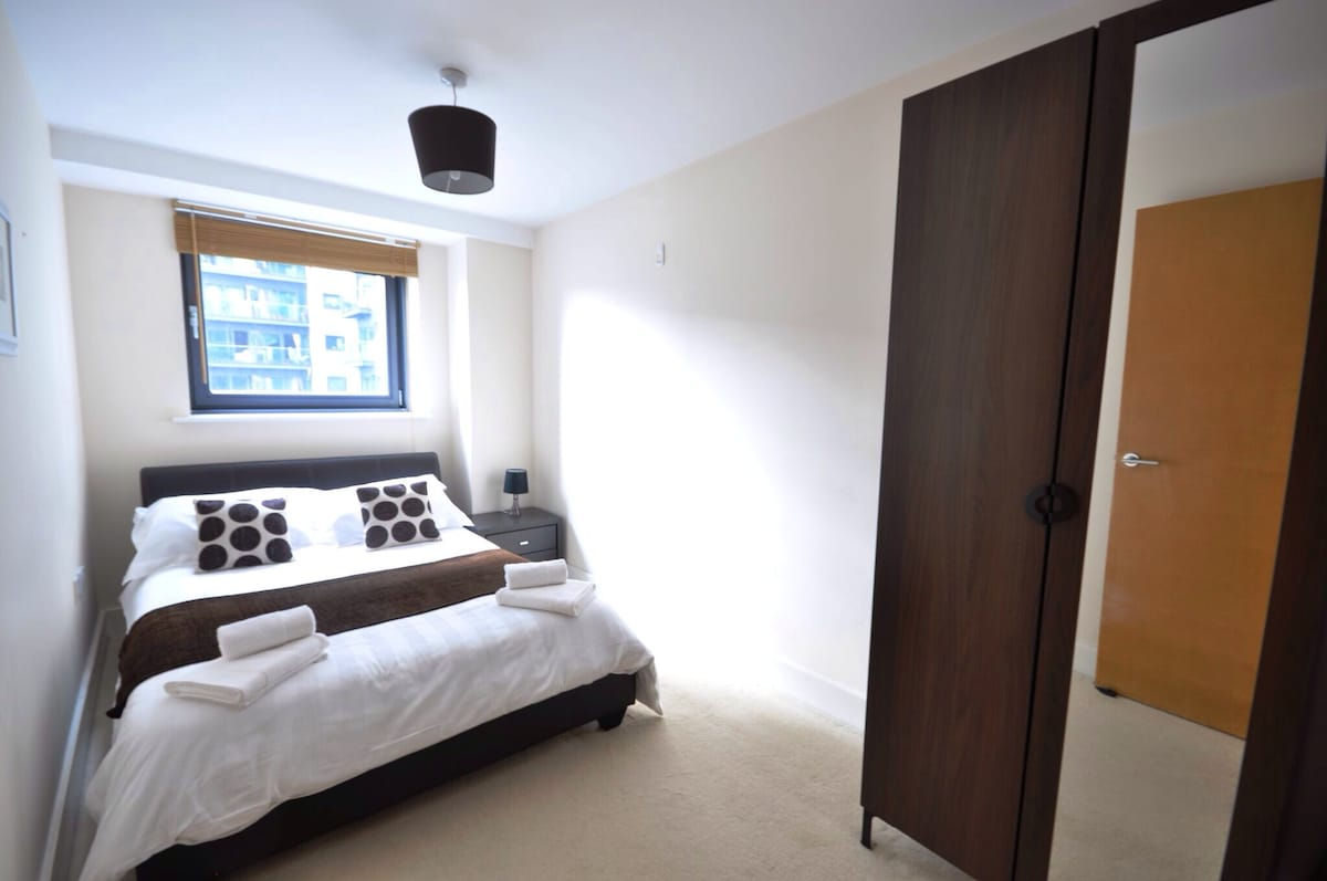 Double bedroom in Canary Wharf