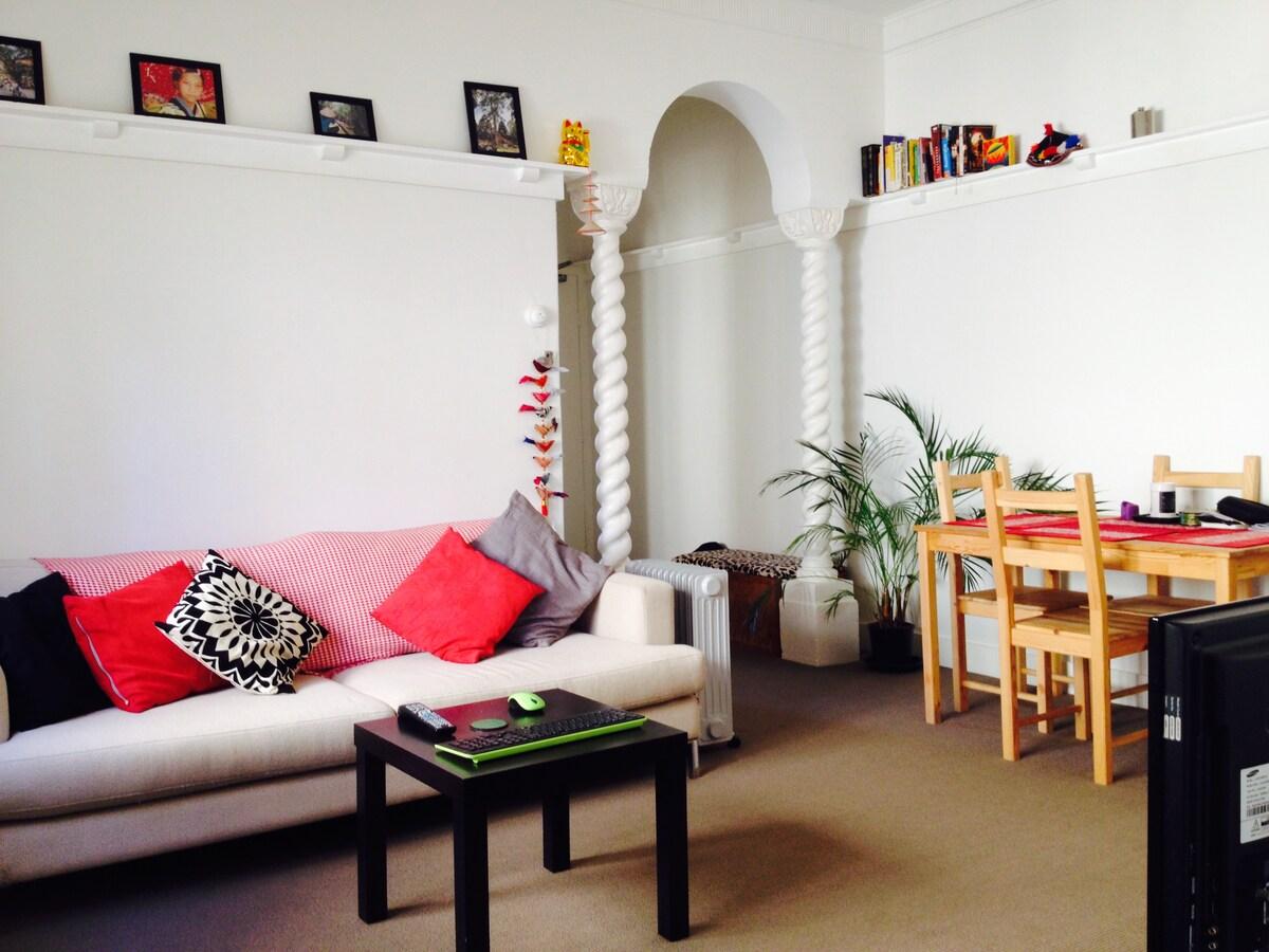 Beautiful Tama beach side apartment