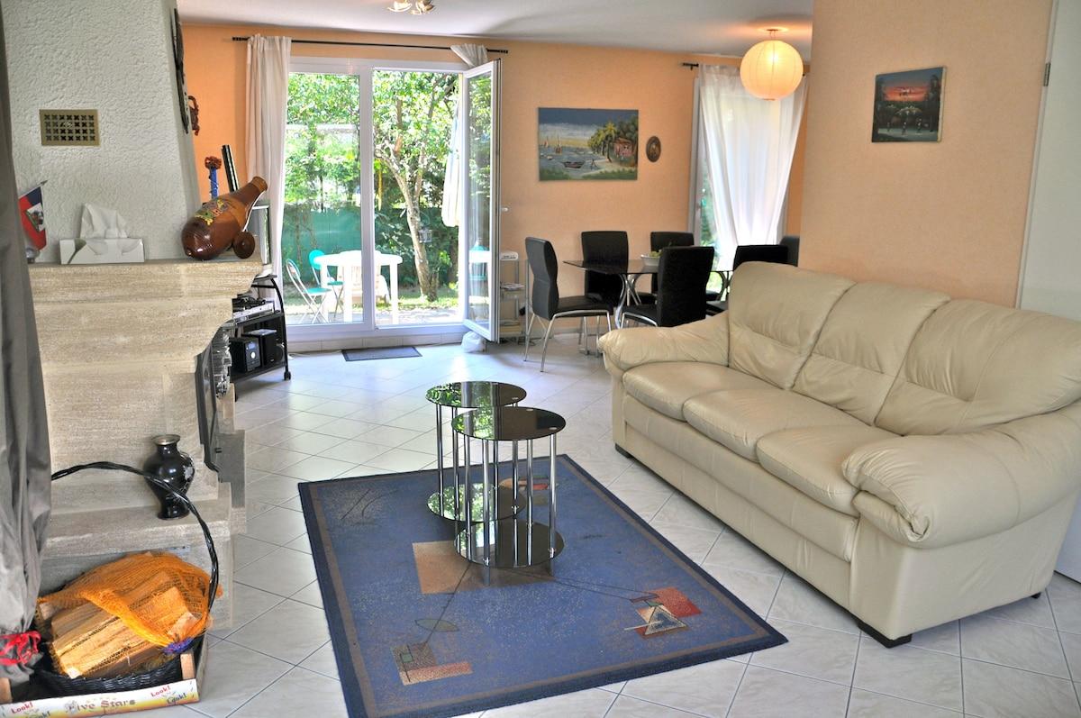 Cosy and bright room in a villa