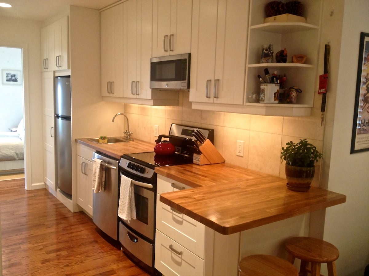 A full sized kitchen with fridge, oven, microwave & dishwasher.