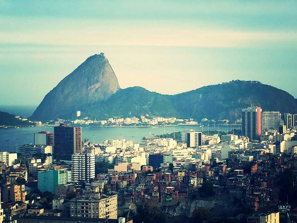 Enjoy Rio staying in a cozy!