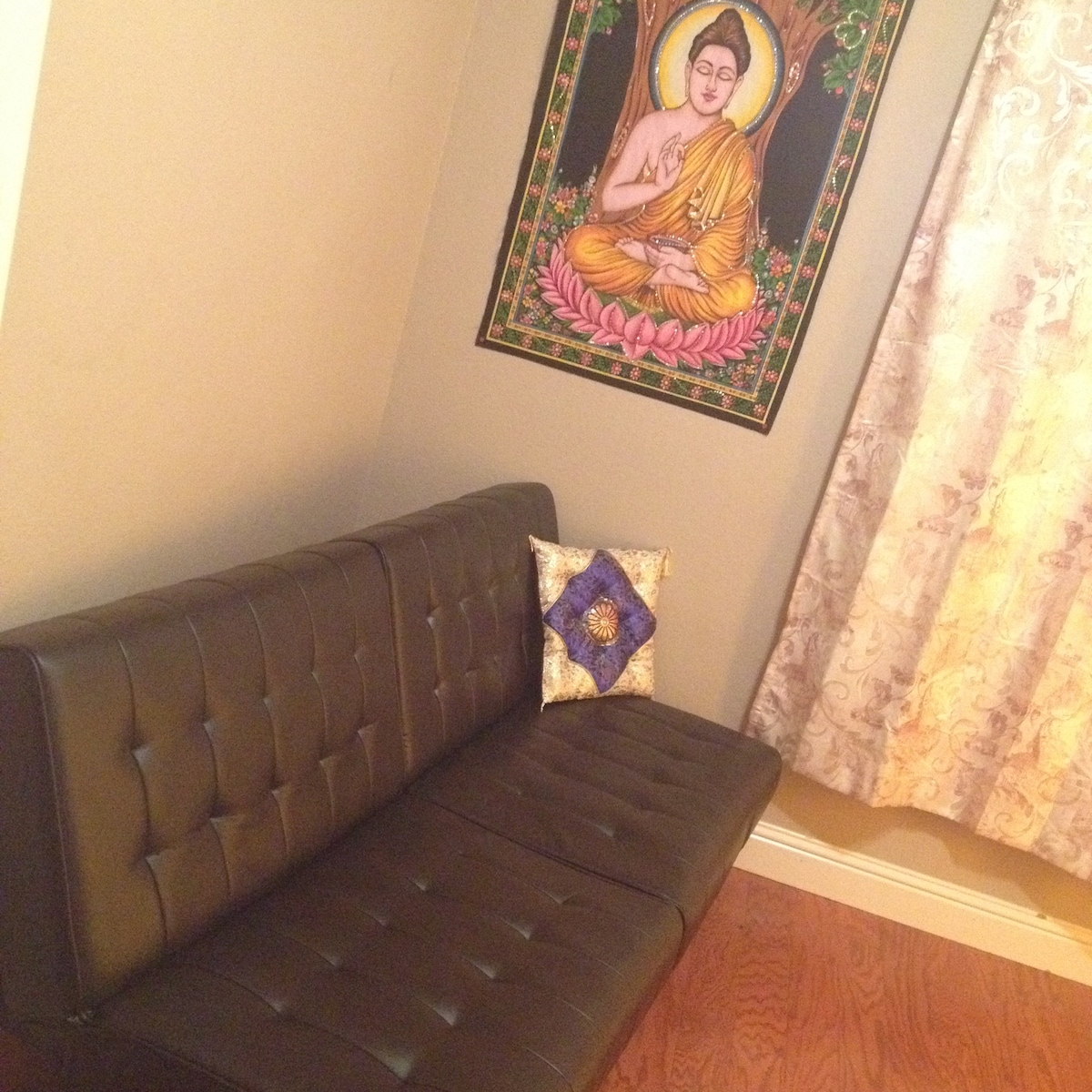 DOWNTOWN: peaceful meditation room
