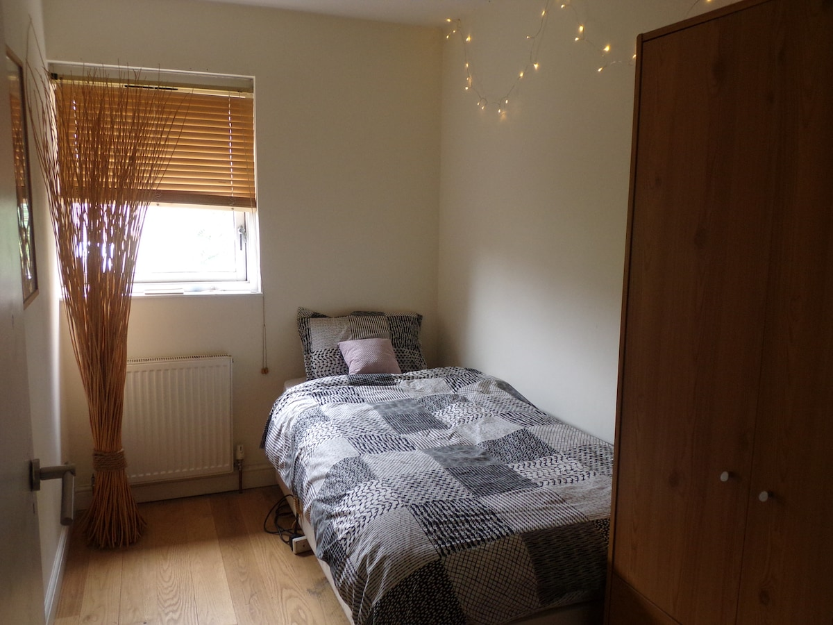 Single Clean Room Close to Central!