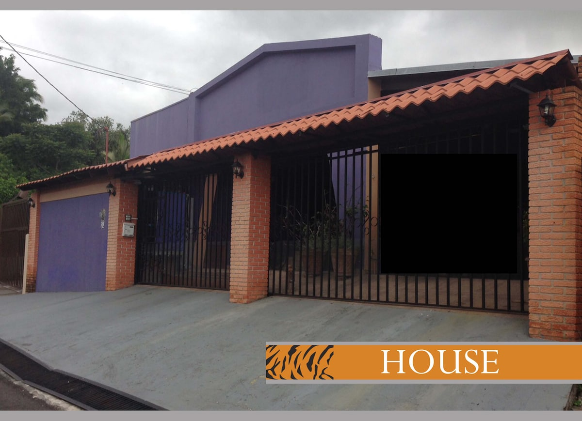 A spacious beautiful home in Escazú