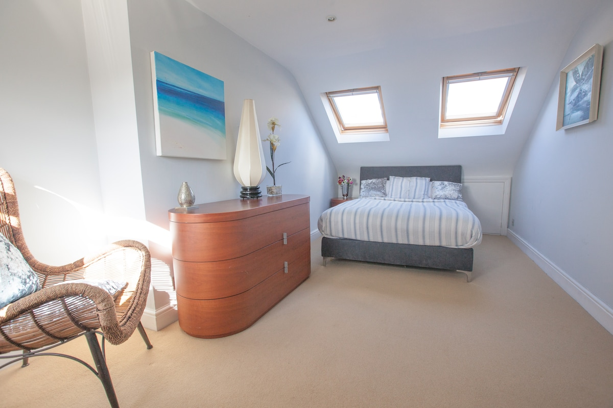 Private rm/ensuite.Riverside Putney
