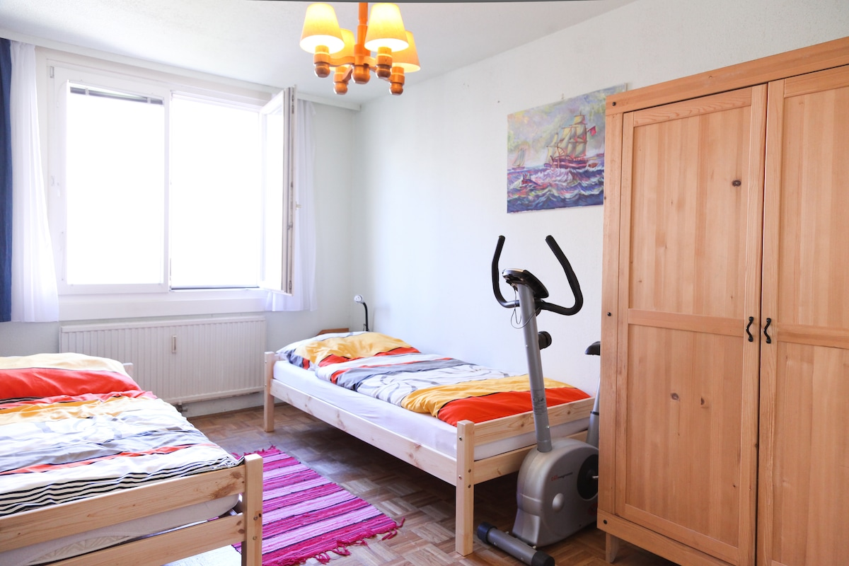 Comfy, bright, quiet private room