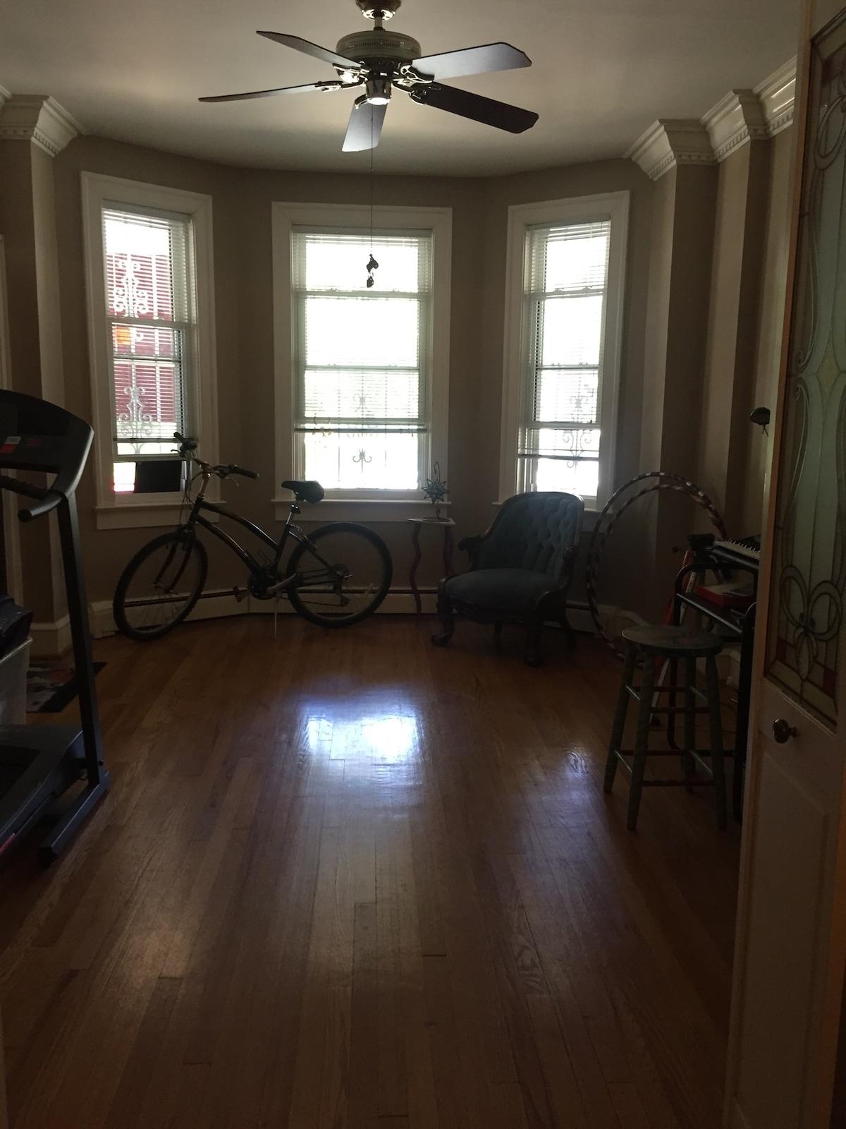 Lizabeth12@gmail.com Room for rent