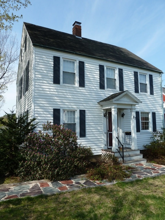 Lovely Colonial House near Bates