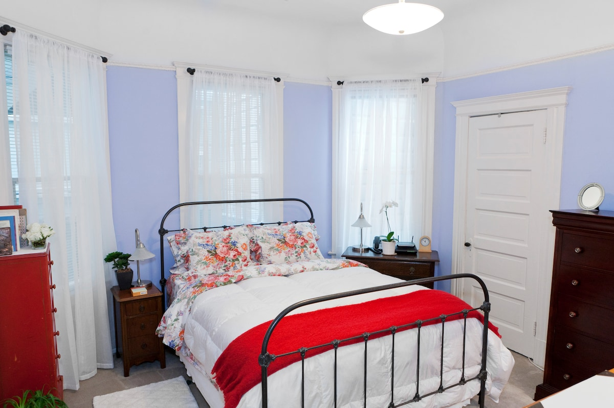 This is the guest room ... designed to be welcoming and comfortable - your home away from home!