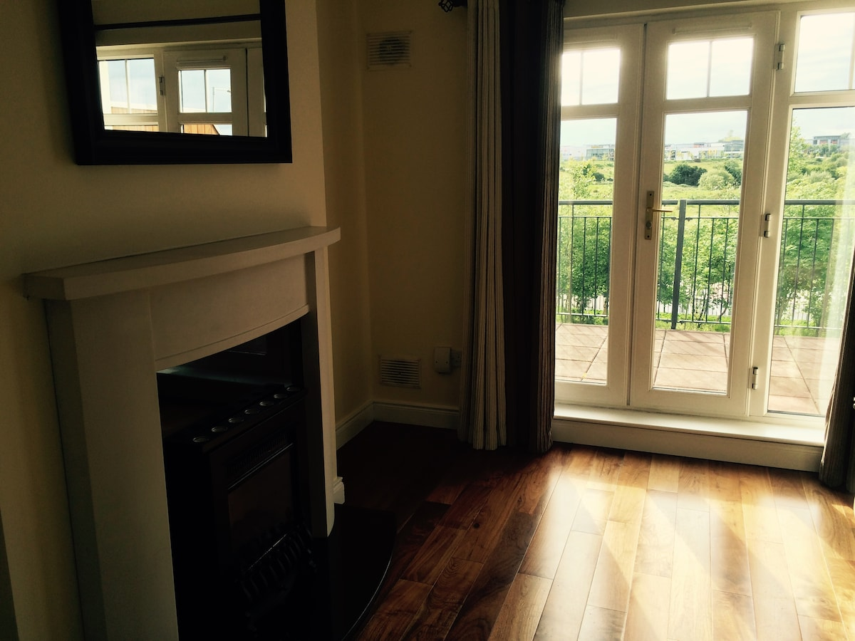 Sunny double room near the airport