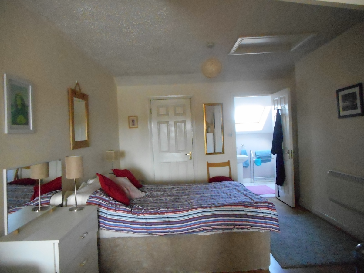 Large ensuite room with river view