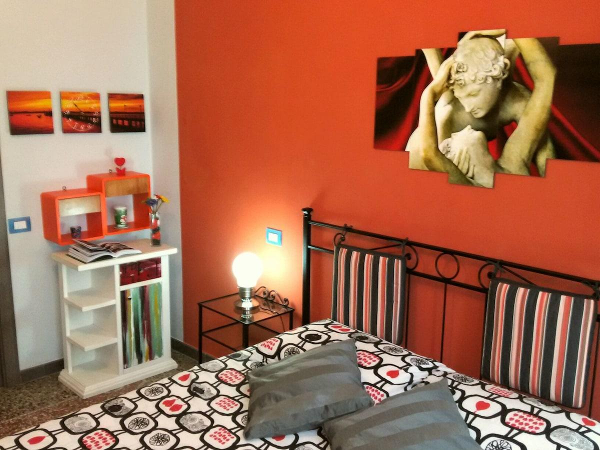 !Orange Room in Rome!