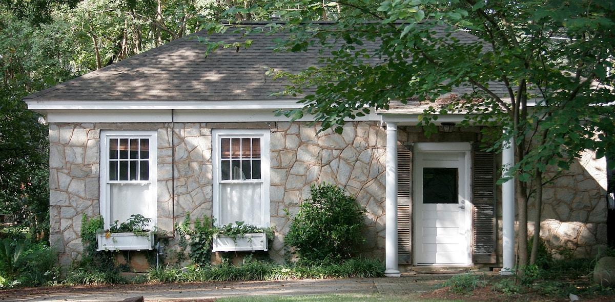 HIstoric Guest Cottage in the Heart of Five Points