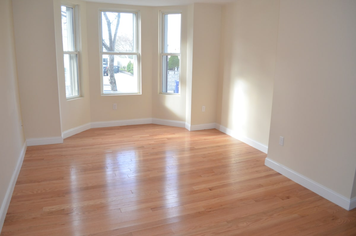 Renovated 1 Bed with Jacuzzi