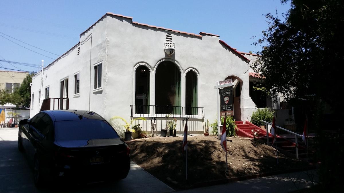 Hollywood Bungalow Studio