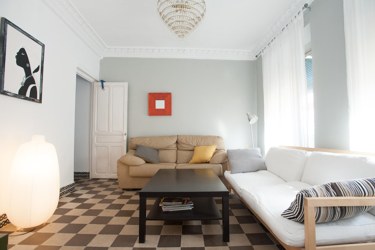 Huge apt in trendiest part Seville!