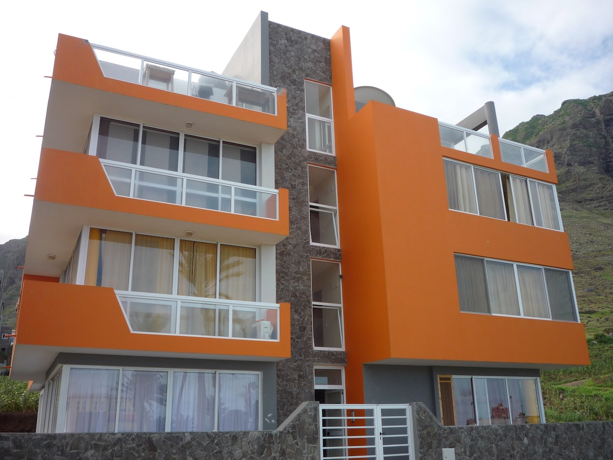 Casa Laranja 2nd floor with amazing ocean view and mountain view