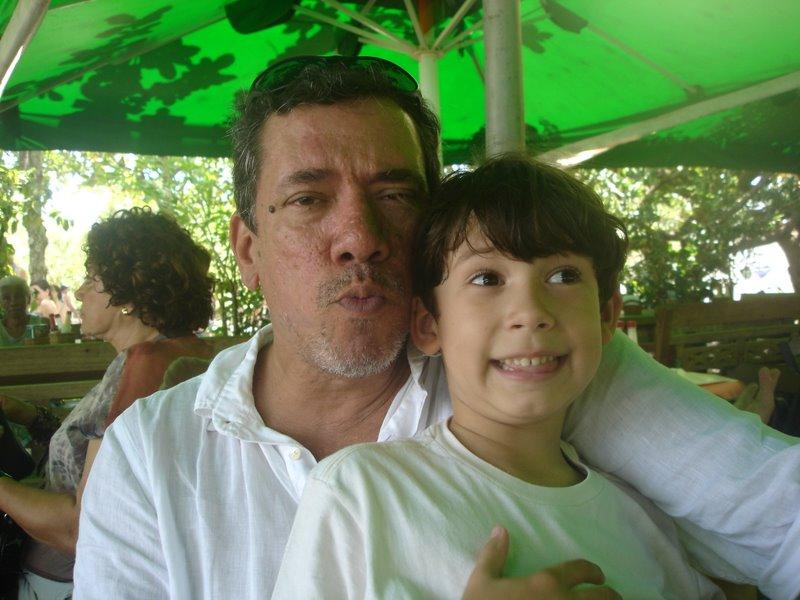 Casado, carioca, com 42 anos de moradia no mesmo b