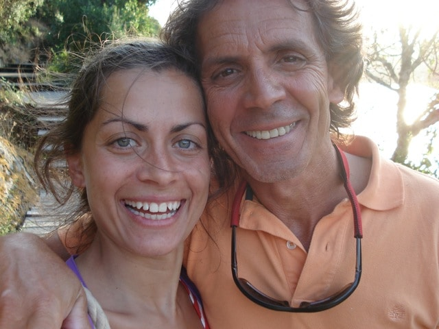 Hi! I'm Andreia and this is my father Alexandre. I