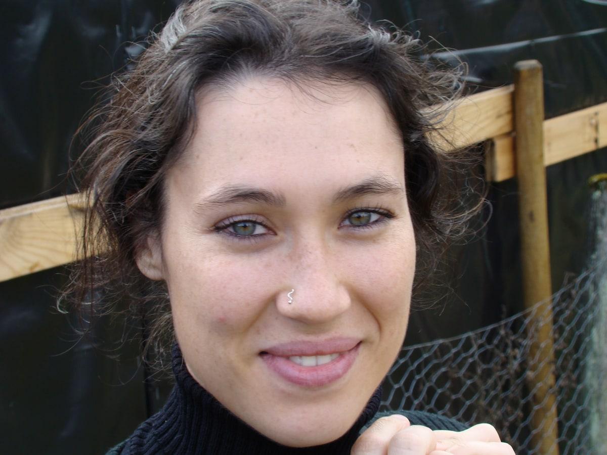 Stephanie from Neuville-sur-Ain