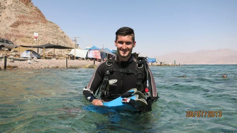 I love sports like diving travel the world meet ne