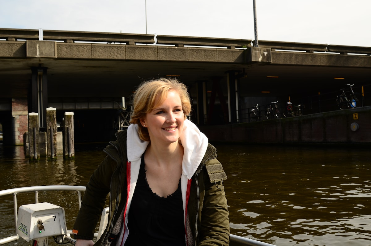 A happy expat in Amsterdam, enjoying life in one o