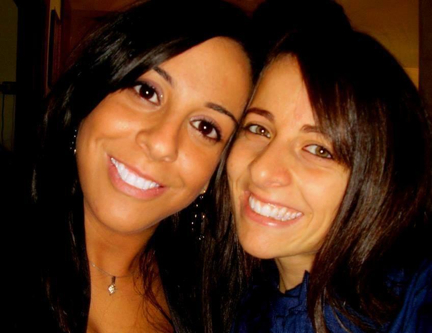Ciao a tutti, siamo due giovani ragazze, Nadia e G