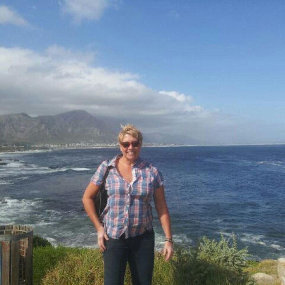 Carolyn From Duras, France