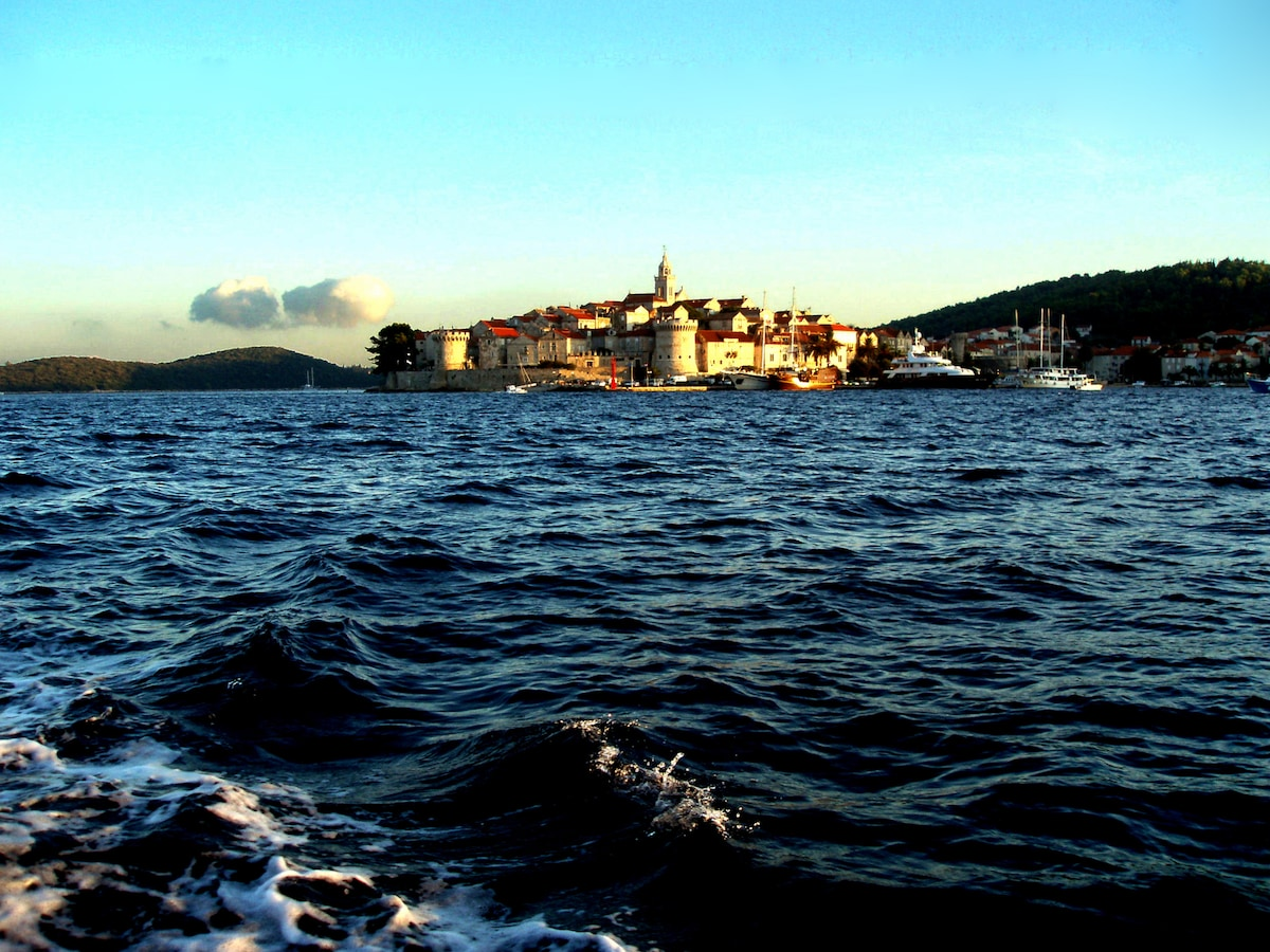 I live in Korcula, next door to apartment Biline,