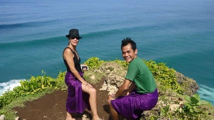 we are a mix couple who loves to travel and meet n