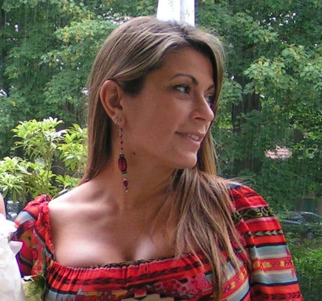 Born in the unexplicable Naples, southern woman an