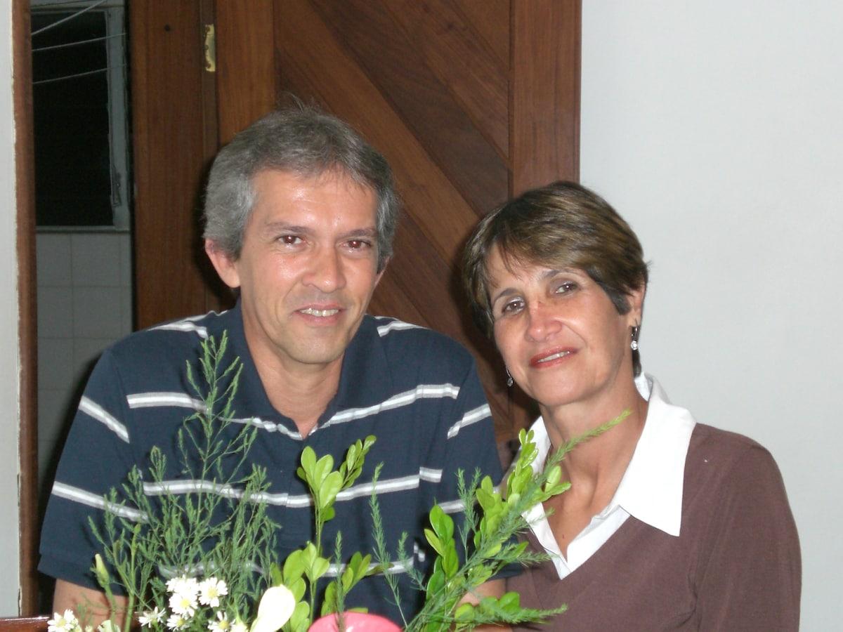 Somos um casal, Antonio ( 54 ) e Wilma ( 64 ) anos