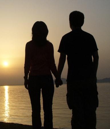 Couple la quarantaine aimant la nature et le sport