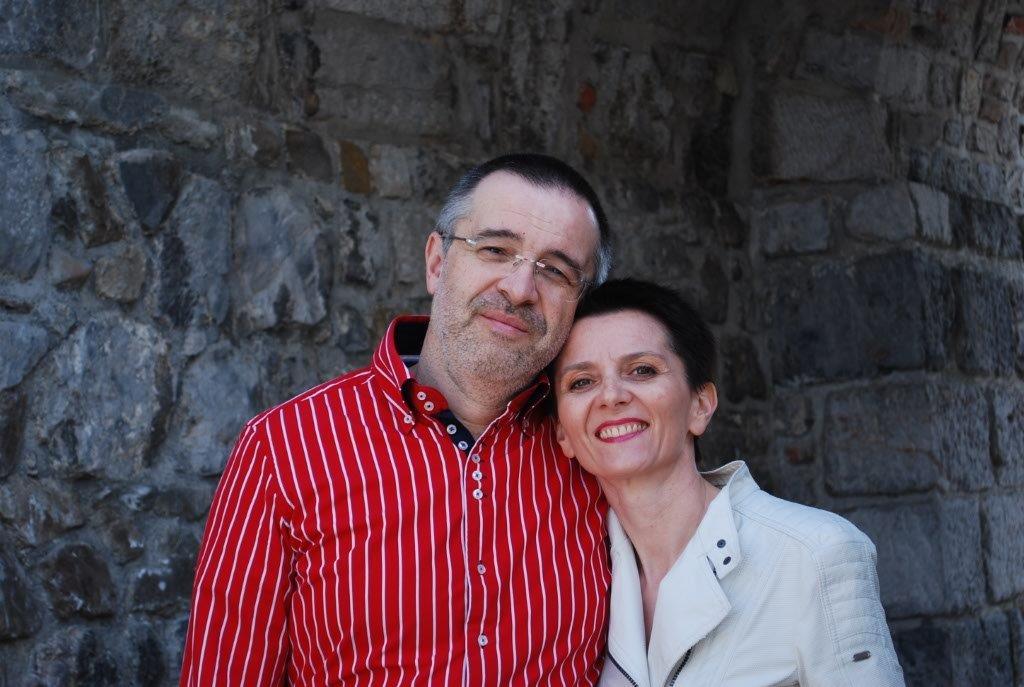 Hi, we are Iztok and Barbara, active couple workin