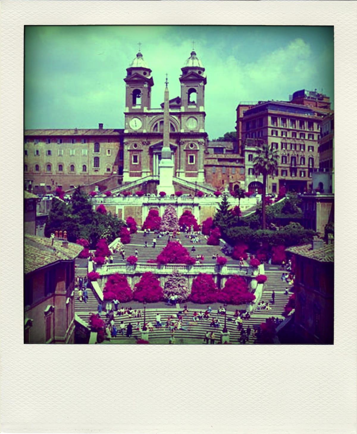 I'm Paola. I love travel, family and...Italy