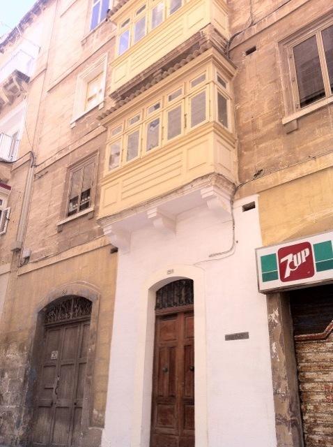 Lara from Valletta