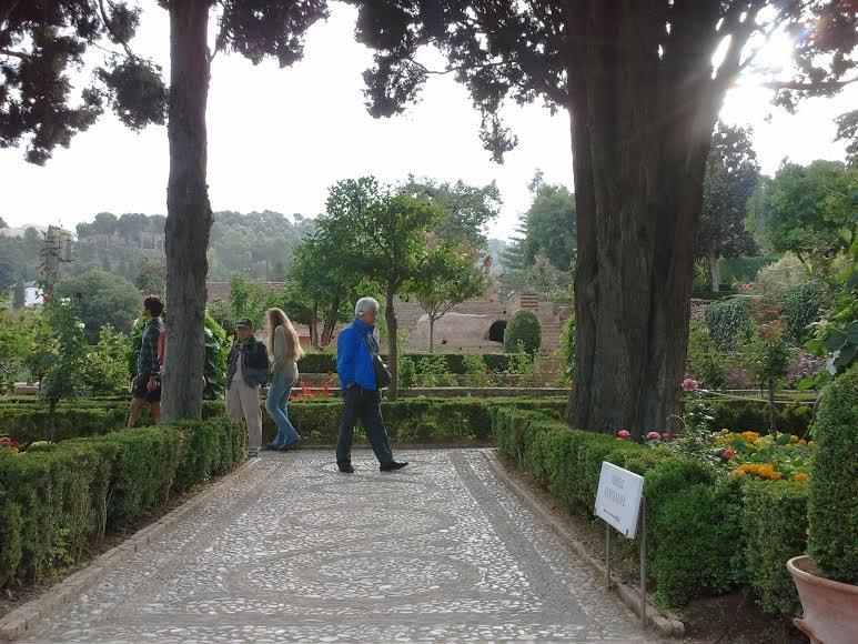 안녕하세요. :)  저희 부부는 영월의 판운리 평창강이 흐르는 아름다운 정원에서 엘솔펜션