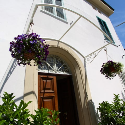 LuLa Bed & Breakfast From Lucca, Italy
