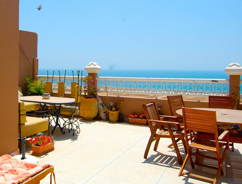 Discover our Surf Camp Morocco, located in Taghazo