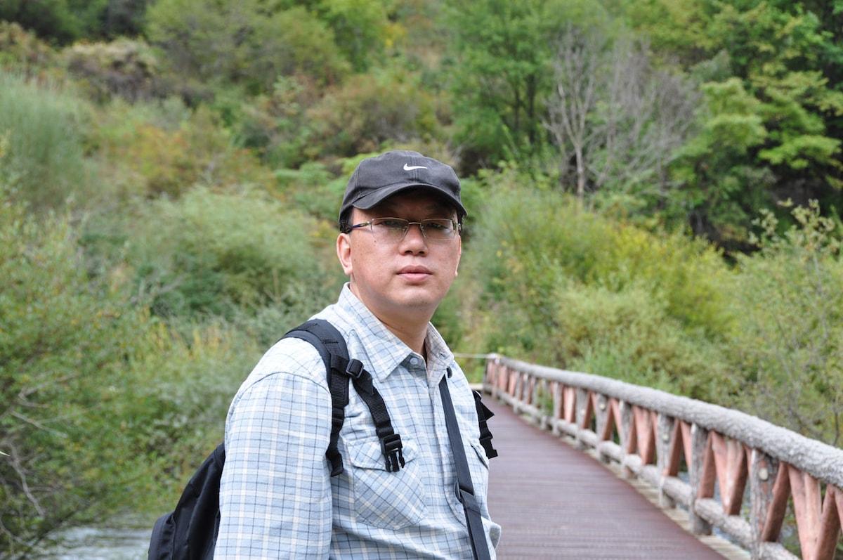 本人在中国北京及加拿大多伦多旅居,在两地都有住房。