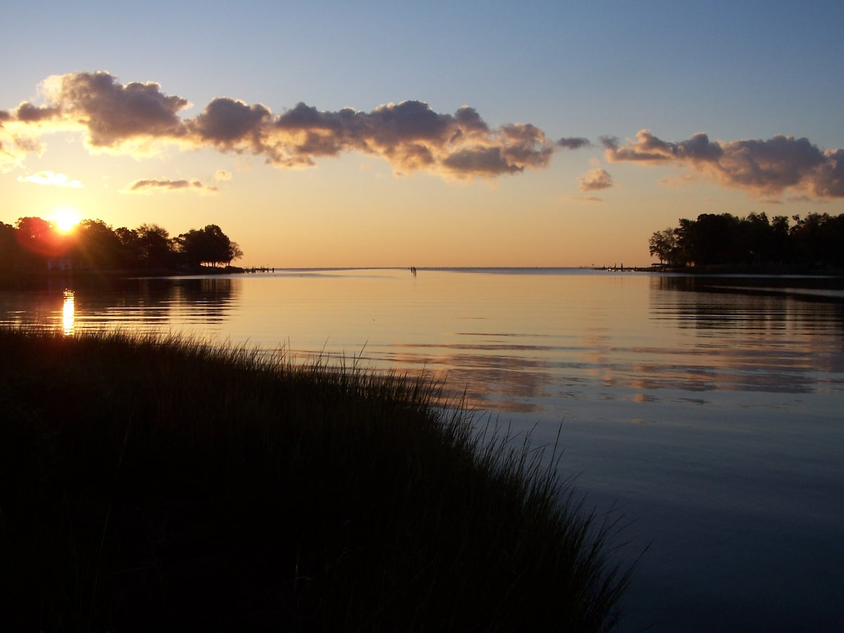 Lovely Chesapeake Waterfront Flat