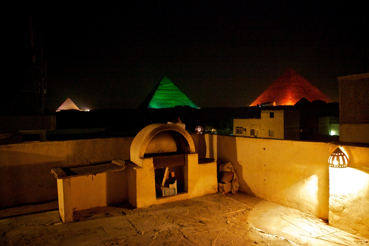 Different colours on the pyramids.