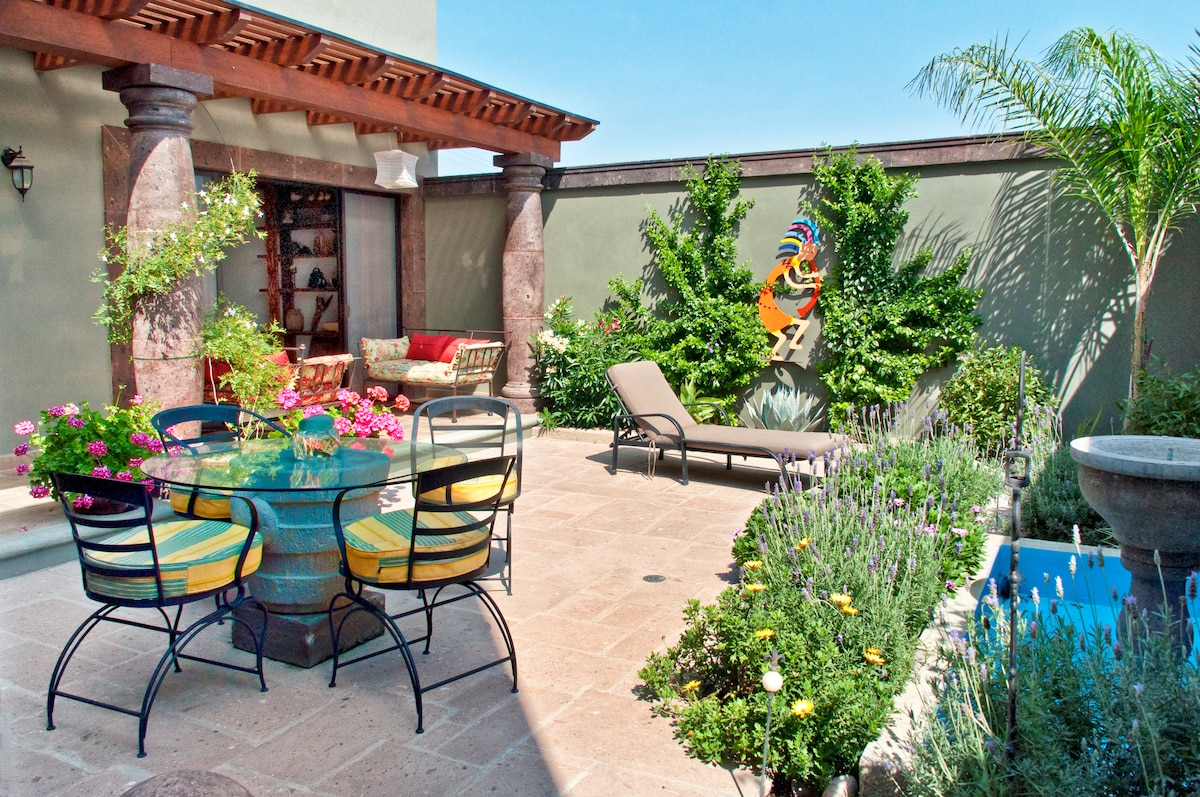 Wonderful garden for coffee, meals, reading or sun tanning