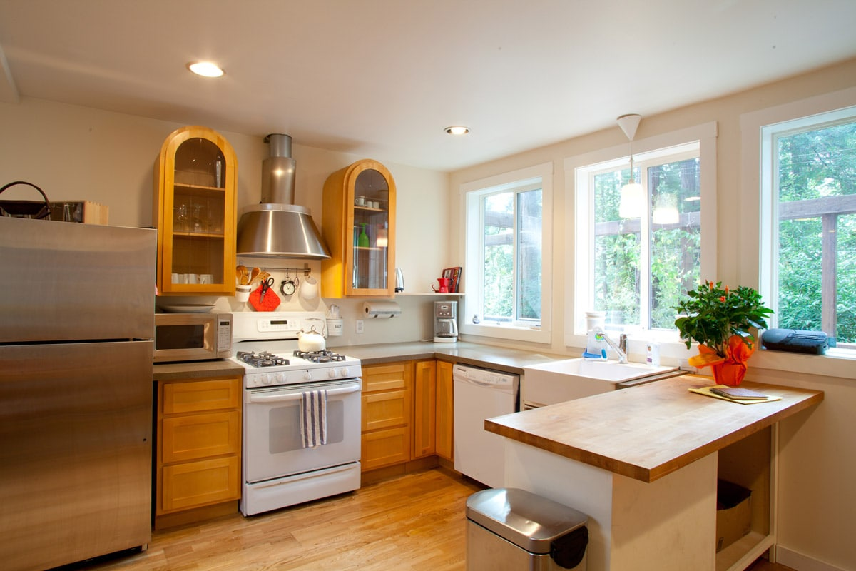 Open kitchen with all that you need.
